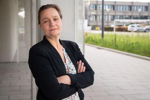 """Afbeelding voor fragment: Erika Vlieghe: """"Als een mini-generaal verbood ik in één adem de rest van de familie mijn ouders nog op te zoeken"""""""