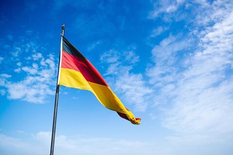 """Afbeelding voor fragment: Duitsland heft beperkingen op voor gevaccineerden: """"Het gaat om solidariteit"""""""
