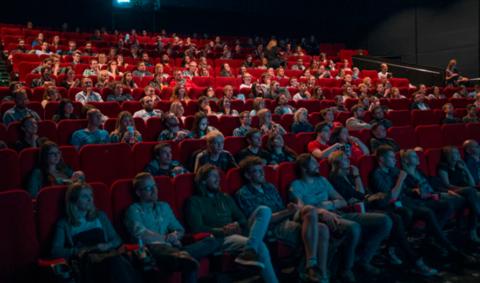 """Afbeelding voor fragment: Opnieuw naar de bioscoop: """"Karrenvracht aan steengoede films!"""""""