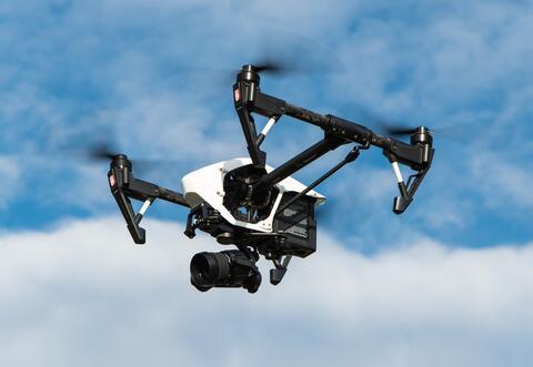 """Afbeelding voor fragment: Drones tijdens eindejaar: """"Overheid moet ons niet bespieden, maar vertrouwen geven"""""""