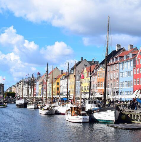 """Afbeelding voor fragment: In Denemarken werken ze al met een coronapas: """"Ik laat me elke drie dagen gratis testen"""""""
