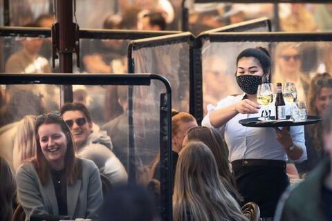 """Afbeelding voor fragment: Verlinden: """"Politie zal plexischermen 'zacht' handhaven"""""""