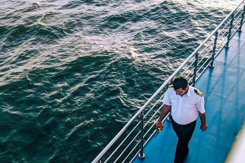 Afbeelding voor fragment: Waarom krijgen zeelieden prioritair een vaccin?